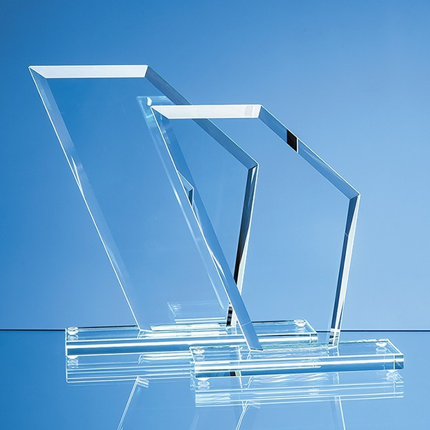 17.5cm x 15.5cm x 1cm Jade Glass Facet Wing Award